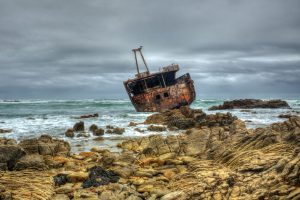 The Meisho Maru shipwreck is a drawcard for photographers visiting Agulhas. Picture from Creative Commons